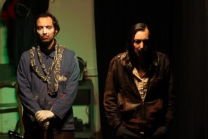Die Suche nach Herrn K. oder Das Theater. Slaviša und Nebojša Marković in eigener Inszenierung. Foto: Svetlana Ivanova (mit freundlicher Genehmigung durch die Fotografin)