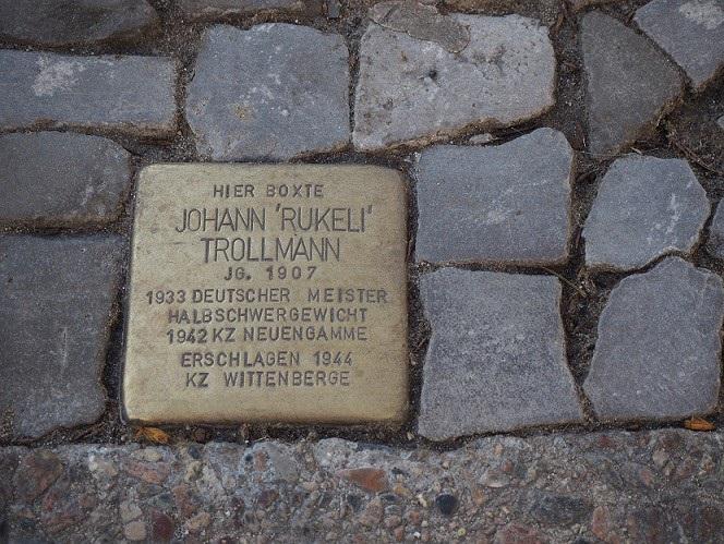 Der Stolperstein von Johann Trollmann in der Fidicinstraße, Berlin-Kreuzberg. (Foto: A. Warnecke)